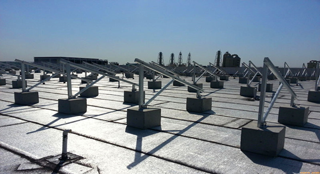 Advantages and disadvantages of flat roof solar mounted PV bracket